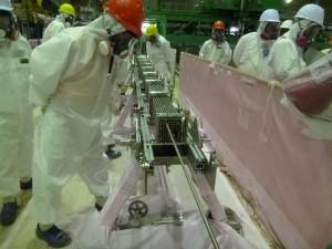 """Япония – АЕЦ """"Фукушима-1"""" – изследване на горивна касета"""