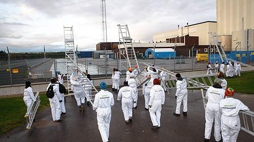 Повече от 70 активисти на Greenpeace проникнаха в две шведски атомни електроцентрали