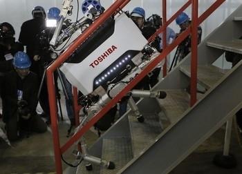 Специализиран робот на Toshiba Corp се повреди при първото си публично представяне