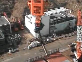 """Япония – АЕЦ """"Фукушима-1"""" – след 3 месеца TEPCO извлече стоманената греда от БОК"""