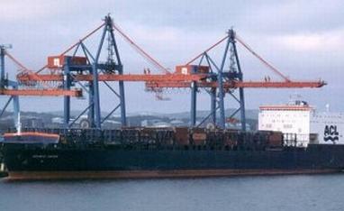 ФРГ – в Хамбург горя кораб с радиоактивни материали на борда