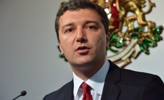 Министър Стойнев: Готвим поевтиняване на тока с още 5%