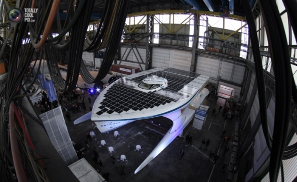 Катер, задвижван от слънчева енергия обиколи света за 18 месеца