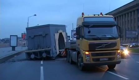 Русия – Санкт-Петербург – влекач изтърва 50 тонен елемент от турбината за НВАЕЦ-2