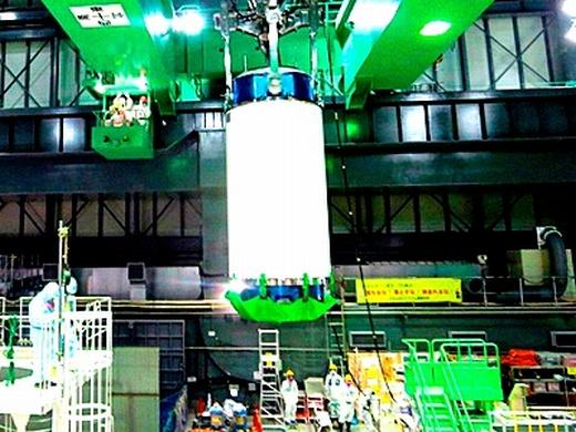 """Япония – завърши първият етап от операциите по изваждане на ОЯГ от четвърти блок на АЕЦ """"Фукушима-1"""""""