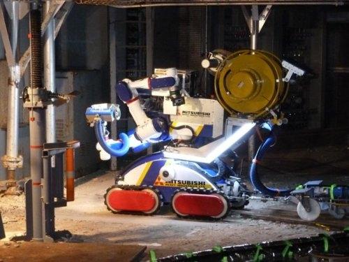 """Японците тестват многофункционалния робот MHI-MEISTeR за работа на АЕЦ """"Фукушима-1"""""""