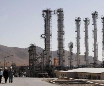 Иран – реакторът в Арак си остава на тежка вода но с по-малко производство на плутоний