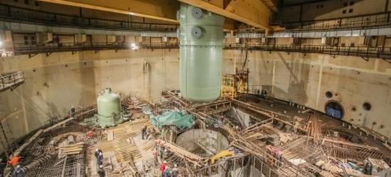 Русия – ЛАЕЦ-2 – поставиха, благословиха и осветиха корпуса на реактора на първи блок