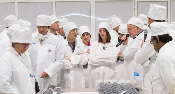 """Ехо от """"Атомэкспо 2014"""" – Чуждестранни журналисти посетиха """"Элемаш"""", един от заводите за производство на ядрено гориво"""