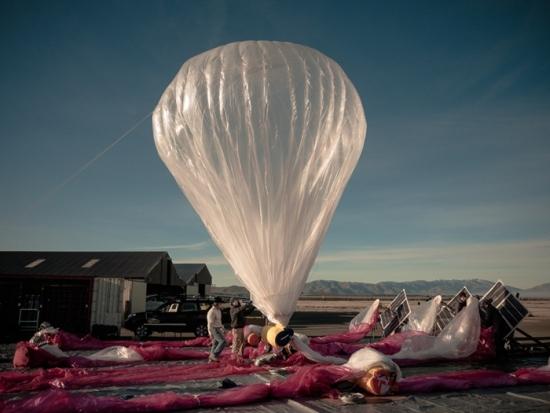 При кацането си въздушен балон на Google скъса електропровод
