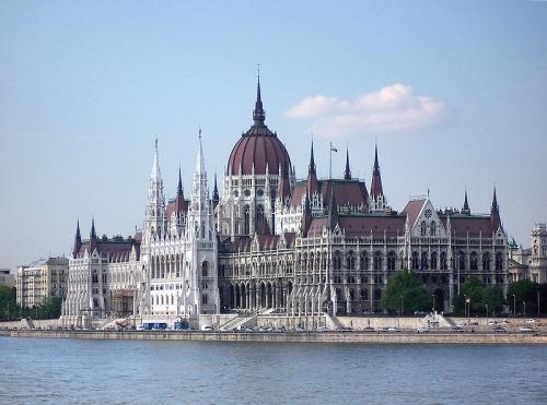 """Парламентът на Унгария одобри договора с РФ за финансиране на разширяването на АЕЦ """"Пакш"""""""