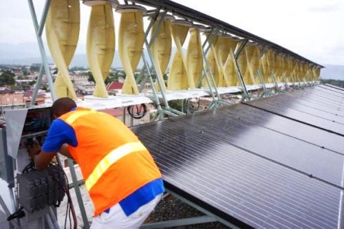 """""""Зелена"""" електроенергия: най-голямата в света хибридна установка за улавяне на енергията на вятъра и слънцето е в Ямайка"""