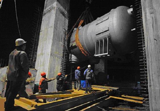 На първи блок на Ленинградската АЕЦ-2 започна монтажът на парогенераторите (ПГ)