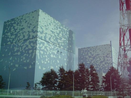 Фукушима-1 – Вятърът вдигна част от покрива на защитната обвивка на първи блок