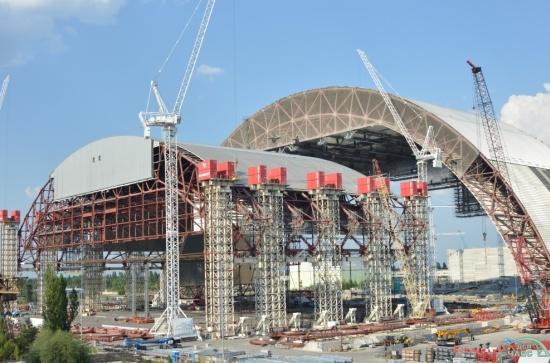 Новият саркофаг в Чернобил ще бъде готов с 2 години закъснение, но ще струва два пъти по-скъпо, отколкото се планираше