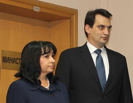 Министърът на енергетиката Теменужка Петкова пое поста от служебия министър Васил Щонов