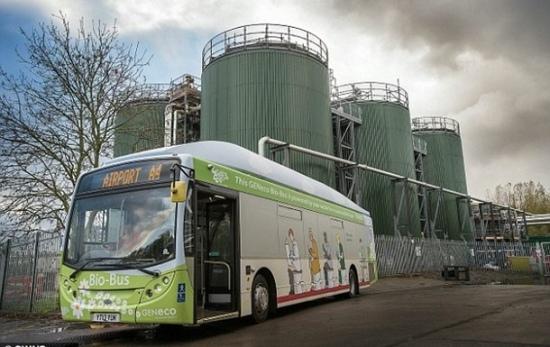 Във Великобритания се появи автобус, работещ на биогаз