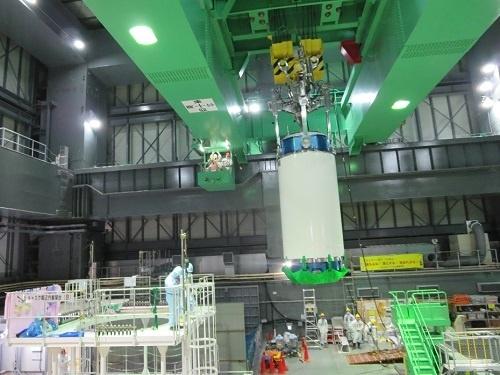 """TEPCO изважда свежите горивни касети от БОК на четвърти блок на АЕЦ """"Фукушима-1"""""""