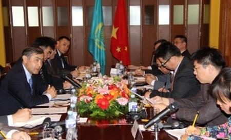 Китай е готов да построи в Казахстан завод за преработване на ОЯГ