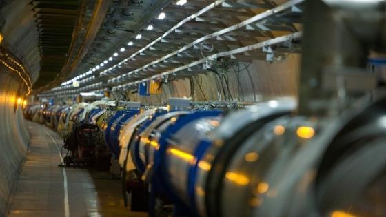 Големият адронен коллайдер е пуснат отново