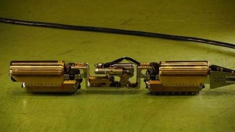 """АЕЦ """"Фукушима"""" – Роботът-змия загина три часа след навлизане в разрушения първи блок"""