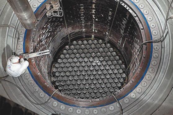 Нововоронежска АЕЦ-2 – завършва зареждането на горивните касети-имитатори в реактора на първи блок