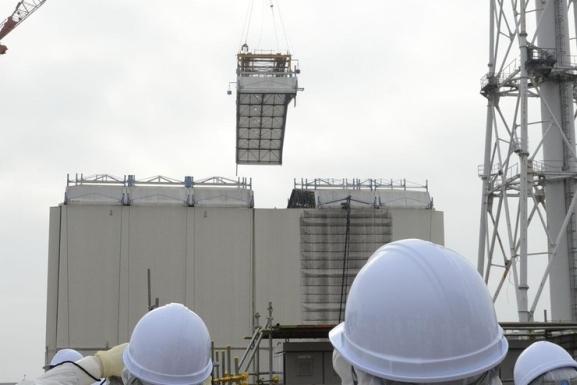 """Възобновява се демонтажа на защитния купол на първи блок на АЕЦ """"Фукушима-1"""""""