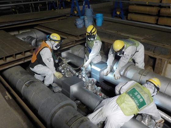 """Завърши подготовката за изграждане на """"ледената бариера"""" около енергоблоковете на АЕЦ """"Фукушима-1"""""""