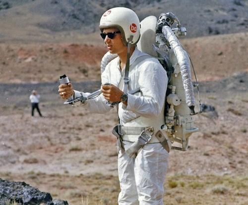 След 2 години скафандрите на руските космонавти ще бъдат оборудвани с реактивни раници захранвани от слънчева енергия.