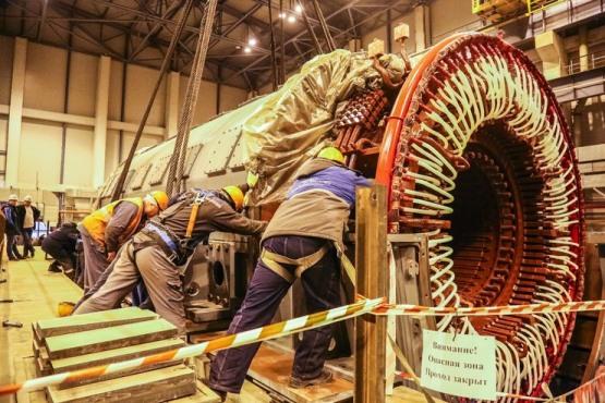 Ленинградска АЕЦ-2 – На първи блок поставиха на щатното място статора на турбогенератора (ТГ)