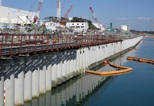 """Защитната стена на АЕЦ """"Фукушима-1"""" се е наклонила с 20 сантиметра"""