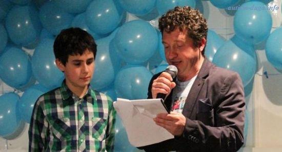 """Дете-аутист разплака гостите на благотворителния концерт в помощ на разширяване на Дневен център """"Дъга"""""""