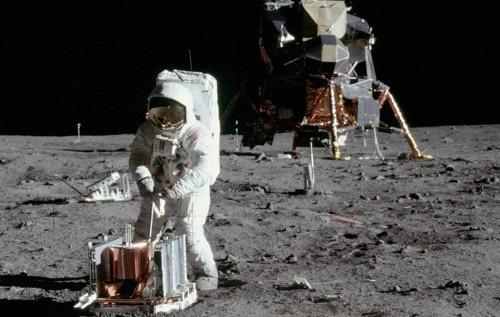 Изминаха 47 години от стъпването на човек на Луната