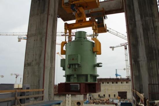 На строящата се Ленинградска АЕЦ-2 завърши поставянето на електродвигателите на главните циркулационни помпи (ГЦП)
