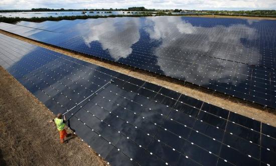 """Великобритания: Слънчевата и вятърната електроенергия ще стане по-евтина от ядрената, докато бъде построена АЕЦ """"Hinkley Point C"""""""