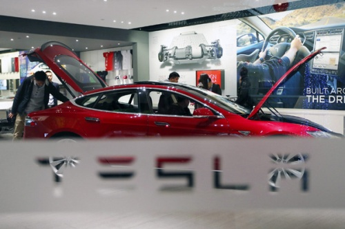 Tesla ще превърне таваните на електромобилите си в слънчеви електроцентрали