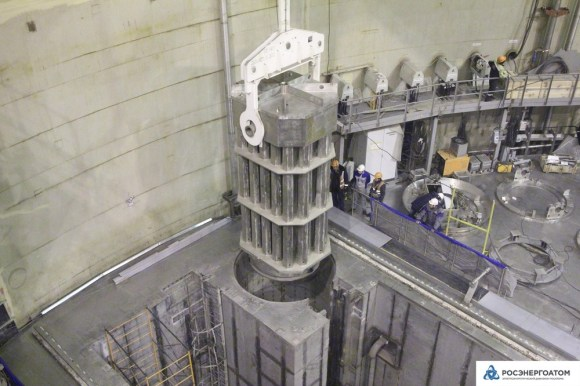 Ленинградска АЕЦ-2 – Активната зона на реактора на първи блок бе заредена с касети-имитатори