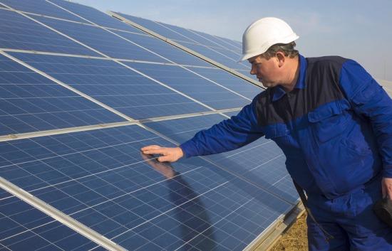 Руските физици проучват, с какво може да се замени оловото в слънчевите батерии