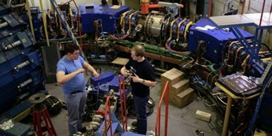 Новосибирските физици се готвят да построят собствен колайдер