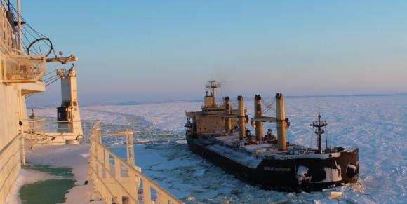 Русия – ФГУП «Атомфлот» за първи път преведе с ледоразбивач голям морски съд натоварен с арктически въглища