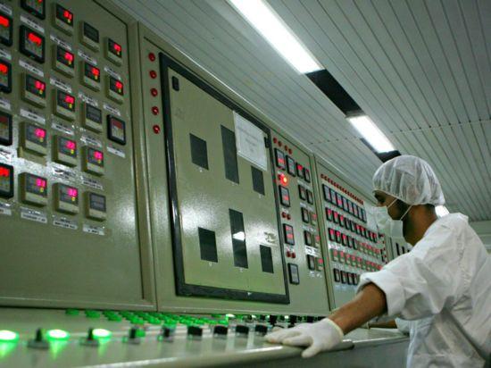 Китай и Иран подписаха първия договор за модифициране на тежководния реактор в Арак
