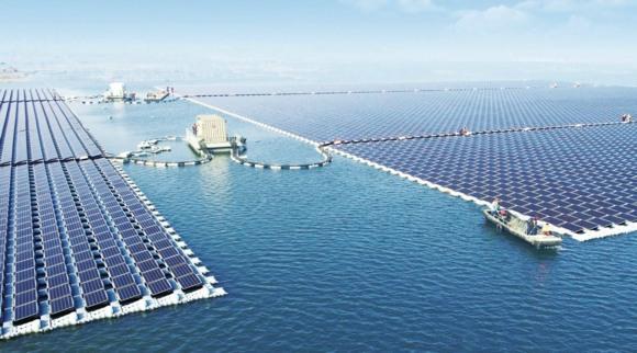 В Китай заработи най-голямата в света плаваща слънчева електроцентрала