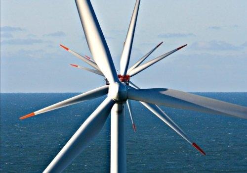 """Във Великобритания започна работа """"ферма"""" от най-големите и мощни ветрогенератори в света"""