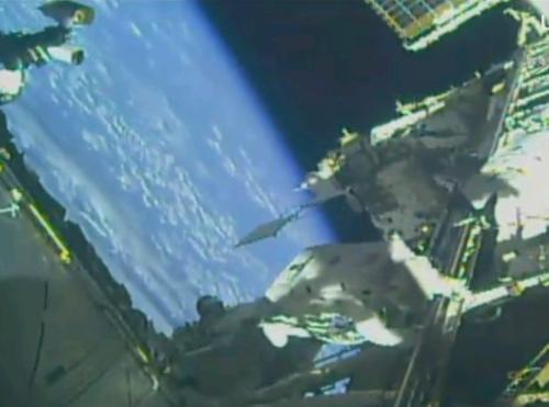 NASA пусна интернет-транслация на поредното излизане в Космоса
