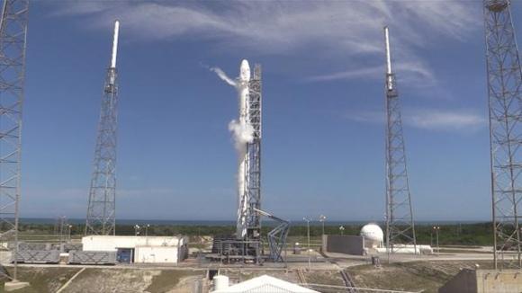"""Днес транспортният кораб за многократна употреба """"Dragon"""" трябва да се стикова с МКС"""