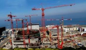 Експерти критикуват плановете на Франция за свиване на ядрената енергетика