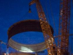 Вътрешната защитна обвивка (ВЗО) на строящия се енергоблок №2 на Ленинградската АЕЦ достигна височината на 16 етажен блок