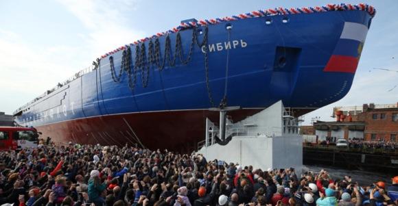 """Първият сериен универсален атомен ледоразбивач """"Сибир"""" бе спуснат на вода"""