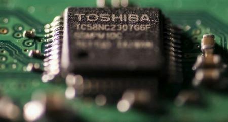 Toshiba има затруднения в планираната продажба на бизнеса си с интегрални микросхеми