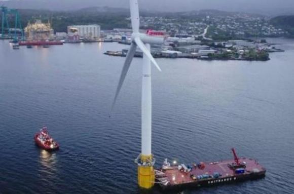 Първата в света плаваща вятърна електроцентрала започна да работи в Северно море